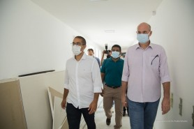 Prefeito Arthur Henrique visita obras de ampliação do Hospital da Criança